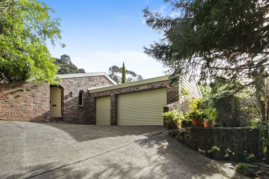 Image of property at 8 Hester Place, Leura NSW 2780